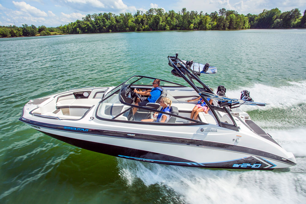 top 10 runabouts of 2016 bowriders that can t be beat