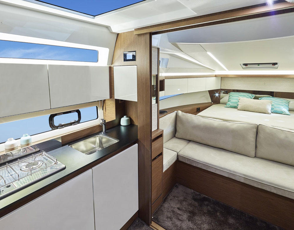 Jeanneau leader 33 review for Boat cabin entry doors