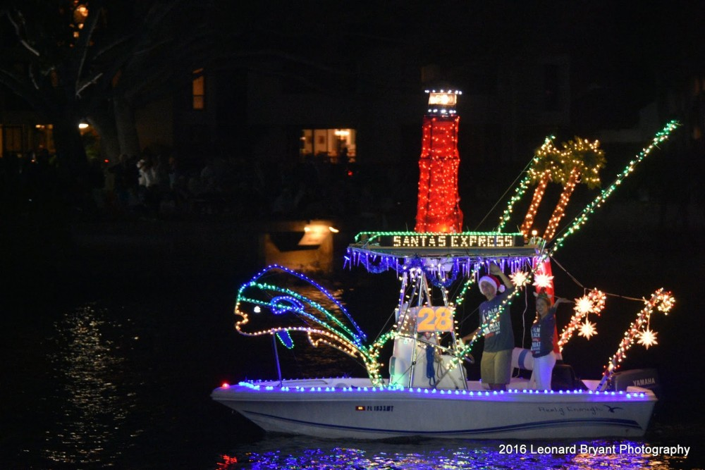 Christmas Boat Decorations.Decorating Your Boat For The Holidays Boats Com