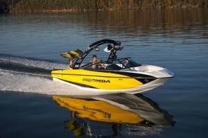 Moomba Mojo 2.5: Wide Track Tow Boat