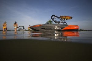 Moomba Mondo: Little Giant Tow Boat